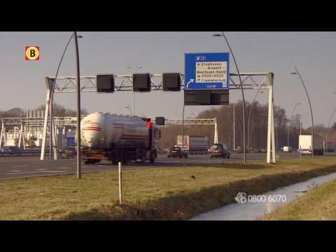 Agressieve Audi-bestuurder drukt stel van de weg