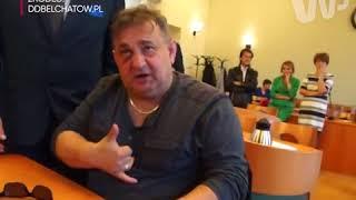 Polityk PiS dziwnie zachowywał się podczas sesji Rady Powiatu w Bełchatowie