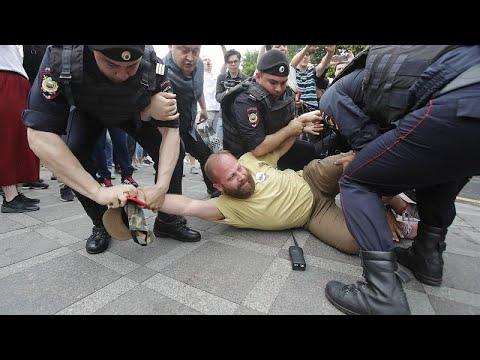 Ρωσία: Μαζικές συλλήψεις σε διαδήλωση για τον Γκολούνοφ…
