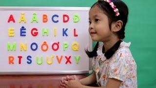 Vui học cùng Anh Anh - Hôm nay cả nhà hãy cùng Trâm Anh học bảng chữ cái tiếng Việt chữ viết hoa nha. Chúc cả nhà có những phút giây vui vẻ với video này ...