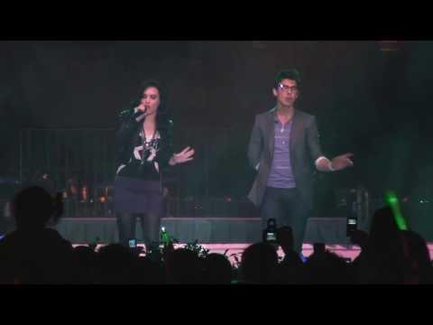 Demi Lovato y Joe Jonas en DisneyLand
