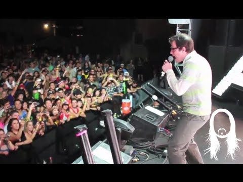 "Steve Aoki & Rivers Cuomo (Weezer) Performing ""Earthquakey People"" Live In LA"
