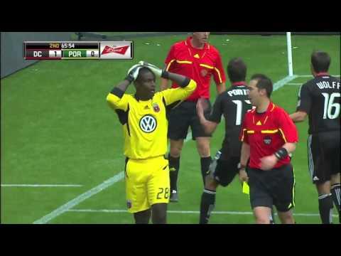 """Đội bóng chịu """"liên hoàn"""" Penalty cùng một lúc."""