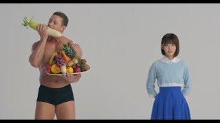 HKT48の宮脇咲良がマッチョと…/CM「わたしはこれ一杯。」(15秒)
