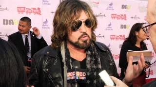 Nonton Billy Ray Cyrus Reacts to
