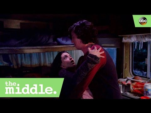 Is Lexie Falling for Axl? - The Middle