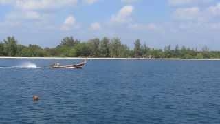 Thailand Koh Lanta Bij Pier Long Tail Boot Komt Voorbij