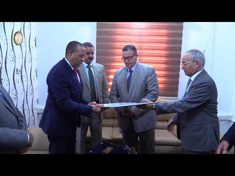 رئيس مجلس الوزراء عبدالله الثني يكرم محافظ مصرف ليبيا المركزي