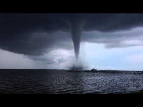 Ominous Waterspout Filmed off the Coast of Navarre
