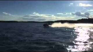 Download Lagu Jaga tant Ester med vattenskoter på havet. Mp3