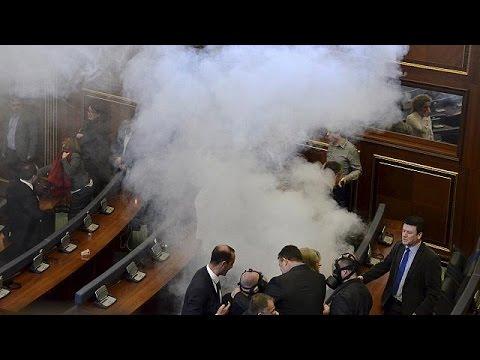 Κοσσυφοπέδιο: Με δακρυγόνα η αντιπολίτευση στο κοινοβούλιο