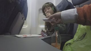 Video Hidden Camera Shows How Strangers Can Get Close To Unaccompanied Minors on Planes MP3, 3GP, MP4, WEBM, AVI, FLV September 2019