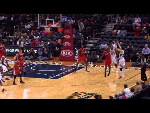 record - Kyle Korver drains the three early in the game to tie Dana Barros' record of 89 consecutive games with a made 3-pointer. Visit nba.com/video for more highlig...