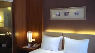 King Hilton Guest Room Video Thumbnail Image