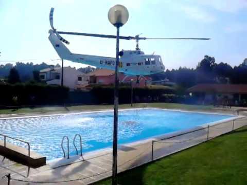 Piloto usa piscina para reabastecer helicoptero