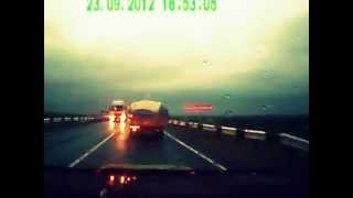 Scary Head-on Car Accident Caught on Tape [лобовая авария на регистратор]