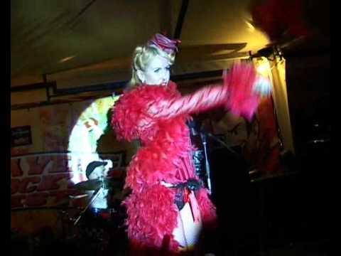Roxy Rose conquista il pubblico del festival Maveric