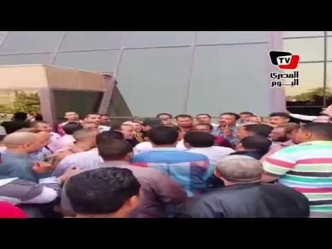 العاملون بمدينة الانتاج الإعلامي يطردون أسامة هيكل