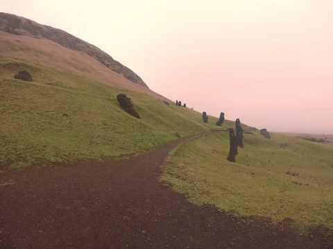 Rano Raraku, Rapa Nui, por Luisi Langa (8,4)
