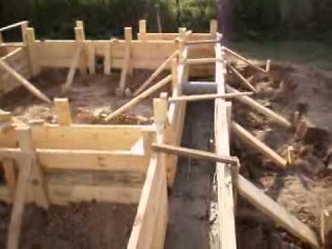 заливка бетона миксером - Перед тем как приступать к установке бруса на фундамент, при строительстве дома из бруса или оцилиндрованного бревна, рекомендуется...