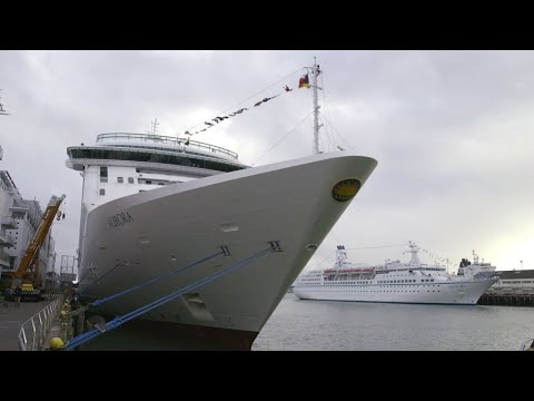 Over 100 cruise ship passengers will return to Australia infected with COVID-19 видео