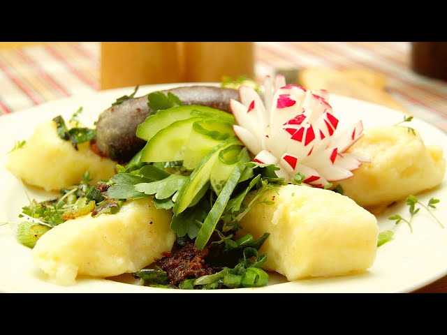 Stupperle | Kartoffelklöße mit Schwarzbier-Weißkraut und gebratener Blutwurst
