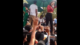 Neha Kakkar Live Performance IN Deshbandhu Collage!! Kala Chashma Song https://www.youtube.com Singer :Neha Kakkar Song :Kala Chashma Full Video Song Plz Sub...
