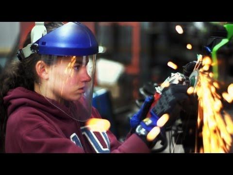 14letá automechanička Kathryn DiMaria