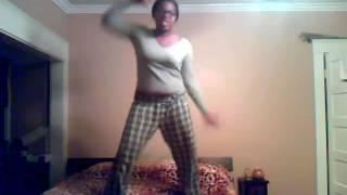 dans tipa danseaza in pat