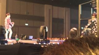 Hae danced Chokiwa / Eun danced Devil while Hae sang Chokiwa so he sang Chokiwanewver. / Eunhae spoke Thai