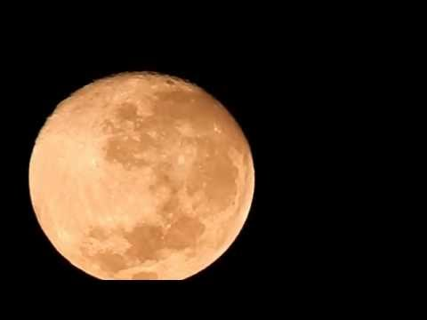 pourquoi la lune n est pas visible au moment de la nouvelle lune