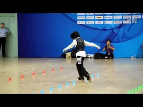 Chinese Student Pulls Off Amazing Michael Jackson Roller-Blading Dance