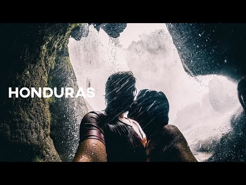 Dentro de una CASCADA - Honduras