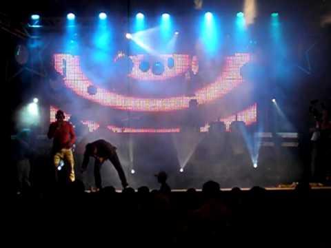 Banda Somos iguais - música sou foda - Show Nova Santa Bárbara - Pr.