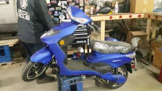 4. 500 Watt Speedster Electric Scooter Moped Assembly Video From SaferWholesale.com