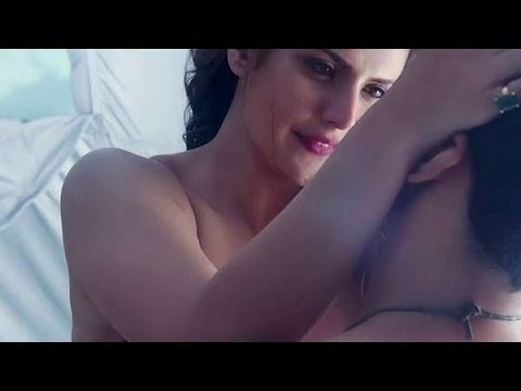 Aaj Zid Kar Raha Hai Dil Video || Hot Romantic Love Video - Aksar 2