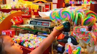 Video Balita Lucu Suka Makan es krim Lollipop Candy ice cream yang Lezat & Yummy Lolypop Candy Pretend Eat MP3, 3GP, MP4, WEBM, AVI, FLV Juli 2018