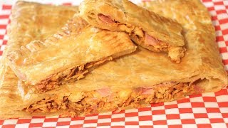 "♡ Aquí te muestro como hacer esta deliciosa empanada de pollo, jamón y queso. De una forma fácil y rápida.♡ Here I show you how to make this delicious chicken, ham & cheese empanada (meat pie, turn over). Very easy & fast.****************************************­*********************¿Té gustó la recta? Did you enjoyed this recipe?Si te gusta la receta dale a ""ME GUSTA"" y comparte el enlace 😃If you like this recipe hit the ""LIKE"" button and share the link 😃****************************************­*********************➜ Quieres ver más  Want to see more:■ Recetas de carne  Meat recipes:►►http://bit.ly/2cKODek◄◄▬▬▬▬▬▬▬▬▬▬▬▬▬▬▬▬▬▬▬▬▬▬▬▬▬►►Suscríbete aquí, es gratis!!  http://bit.ly/2awZ4C7◄◄►►Subscribe here, it's free!! http://bit.ly/2awZ4C7◄◄➜ Dónde más me puedes encontrar?! ➜ Where else can you find me?!■ MI BLOGGOOGLE: http://bit.ly/2dohyDD■ FACEBOOK: http://bit.ly/2cYS0x0■ INSTAGRAM: http://bit.ly/2da8n7w■ PINTEREST: http://bit.ly/2cOOiTj ■ SNAPCHAT: Anasnaps26****************************************­*********************►►Ingredientes  Ingredients◄◄2 hojas de hojaldre  2 puff pastry sheets1 pechuga de pollo  1 chicken breastReceta del picadillo de pollo  MincedShredded Chicken Recipe:https://www.youtube.com/watch?v=R6VFjXcrZdYqueso  cheesejamón  ham1 huevo  1 eggOpcional  Optional:tocino  baconrelleno al gusto  stuff it to tasteMuchas gracias por su apoyo, los amo!!Thank you for your support, love you all!!▬▬▬▬▬▬▬▬▬▬▬▬▬▬▬▬▬▬▬▬▬▬▬▬▬Music:Italian Afternoon by Twin Musicom is licensed under a Creative Commons Attribution license (https://creativecommons.org/licenses/by/4.0/)Artist: http://www.twinmusicom.org/"