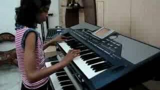 Video INDIAN GIRL PLAYING  KEYBOARD HINDI INSTRUMENTAL MUSIC - Classic Medley of 2 Rhythmic Awara songs download in MP3, 3GP, MP4, WEBM, AVI, FLV January 2017