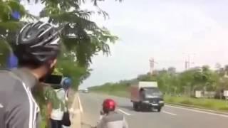 Trẻ trâu đua xe giành giải Bát Hương mở rộng  Hót clip vui 2015