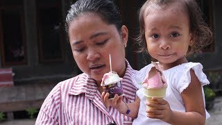 Video Balita Lucu Menunggu Paman Penjual Es Krim - Baby Eat Ice Cream MP3, 3GP, MP4, WEBM, AVI, FLV Maret 2018
