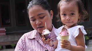 Video Balita Lucu Menunggu Paman Penjual Es Krim - Baby Eat Ice Cream MP3, 3GP, MP4, WEBM, AVI, FLV Januari 2019