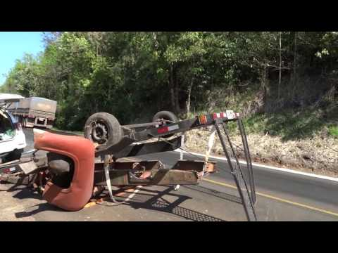 Carros batem na BR 163, em Bom Jesus do Sul