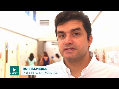 Prefeito Rui Palmeira entrega certificados a entidades culturais