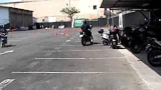 Entrada en L, práctica de conos en moto, Escuela BMW Costa Rica.MPG