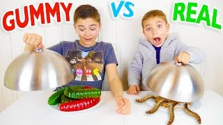 Video GUMMY FOOD VS REAL FOOD CHALLENGE - Bonbons ou Vraie Nourriture ? MP3, 3GP, MP4, WEBM, AVI, FLV September 2017