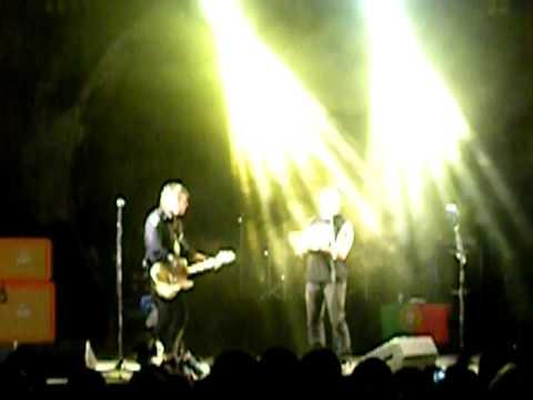 Xutos e pontapés - Tonto (Vila flor 2010).AVI