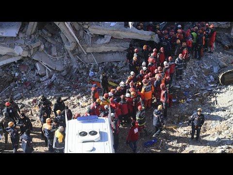 Μειώνονται οι ελπίδες για επιζώντες του φονικού σεισμού…