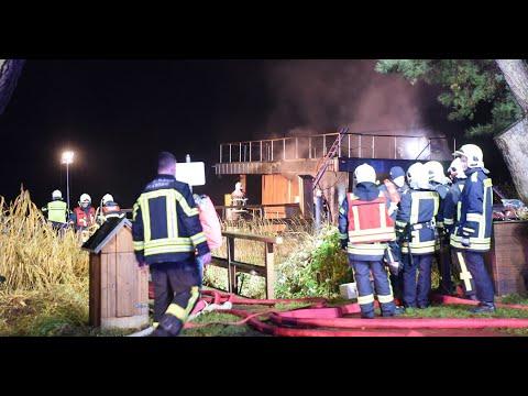 Potsdam: Schwimmsauna auf der Halbinsel Hermannswerder geht in Flammen auf – die Gäste retten sich