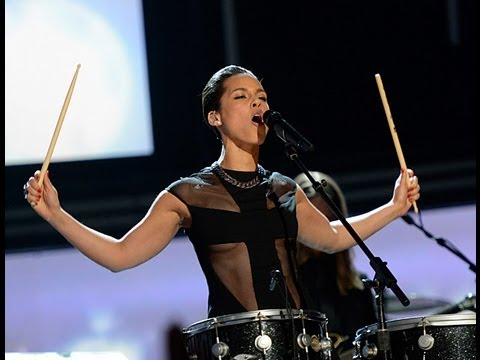 Underboobs at the Grammys – A New Trend?